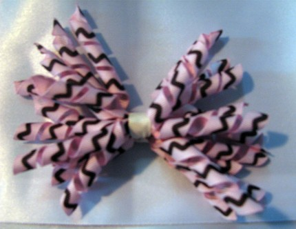 Pink Squiggle Korker Bow