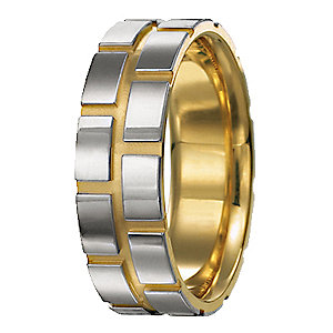 Men's yellow gold engagement ring
