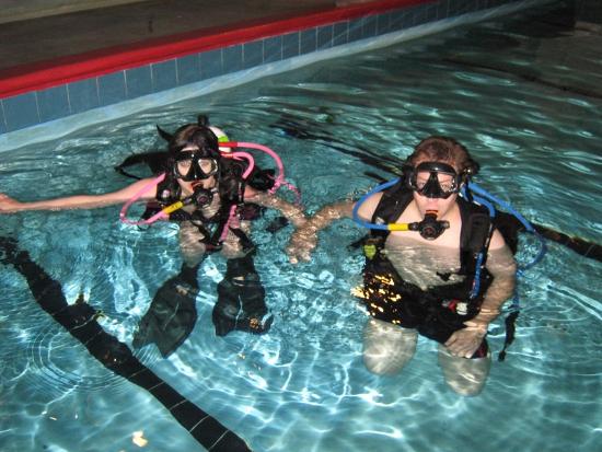 Beeb & Jai scuba diving